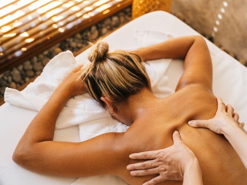 sex shop eroprezent.pl wpis blogowy Masaż erotyczny dobra atmosfera - Co to jest masaż erotyczny